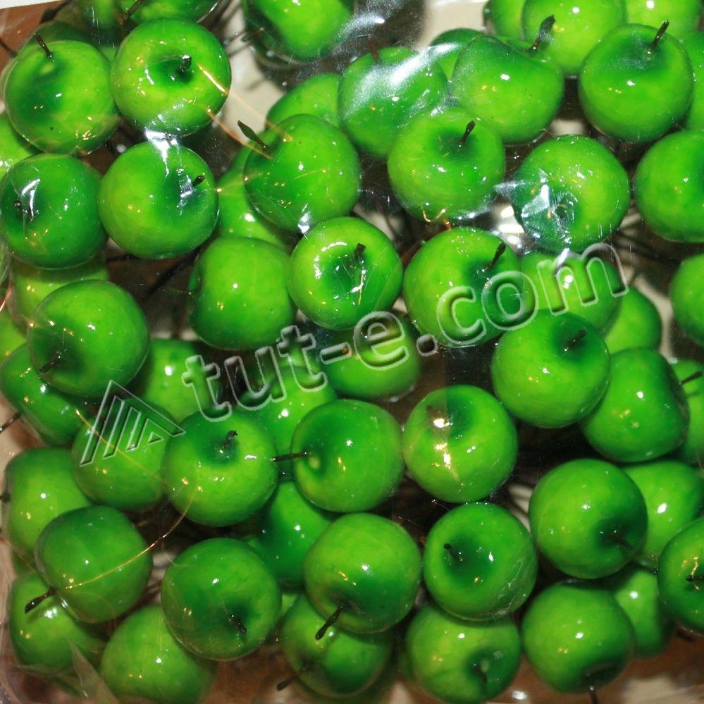 Яблоки зеленые глянцевые