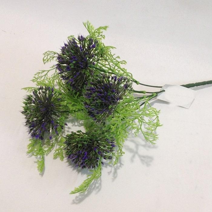 Куст травы с сиреневыми шариками
