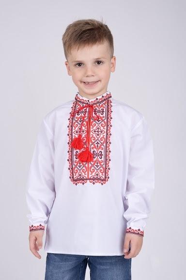 Вышитая рубашка орнаментом для мальчика