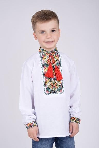 Вышитая нарядная рубашка на мальчика