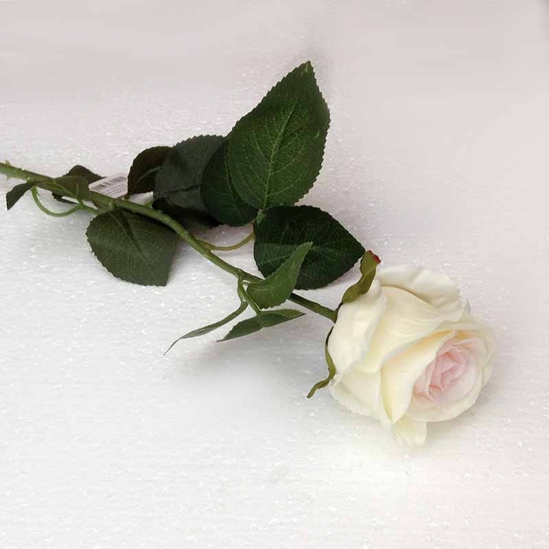 Ветка розы молочная с розовой серединкой 70см