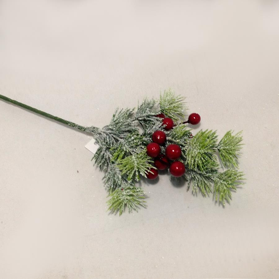 Веточка лиственницы заснеженная с красными ягодами