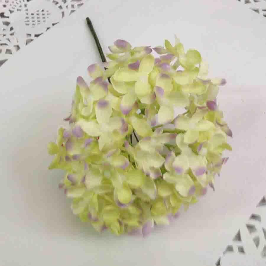 Букетик мелкой гортензии нежно-салатлвый