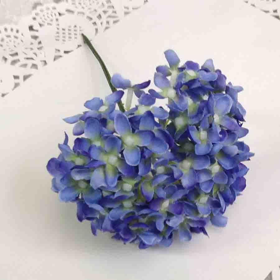 Букетик мелкой гортензии синий