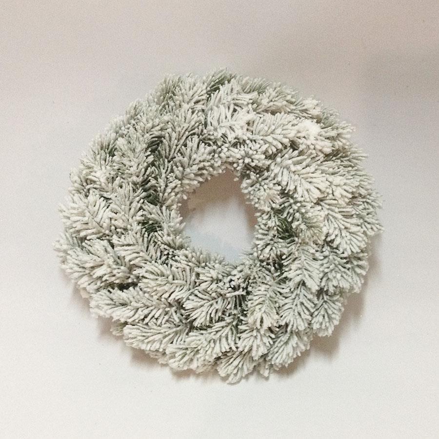 Венок еловый рождественский заснеженный 28см